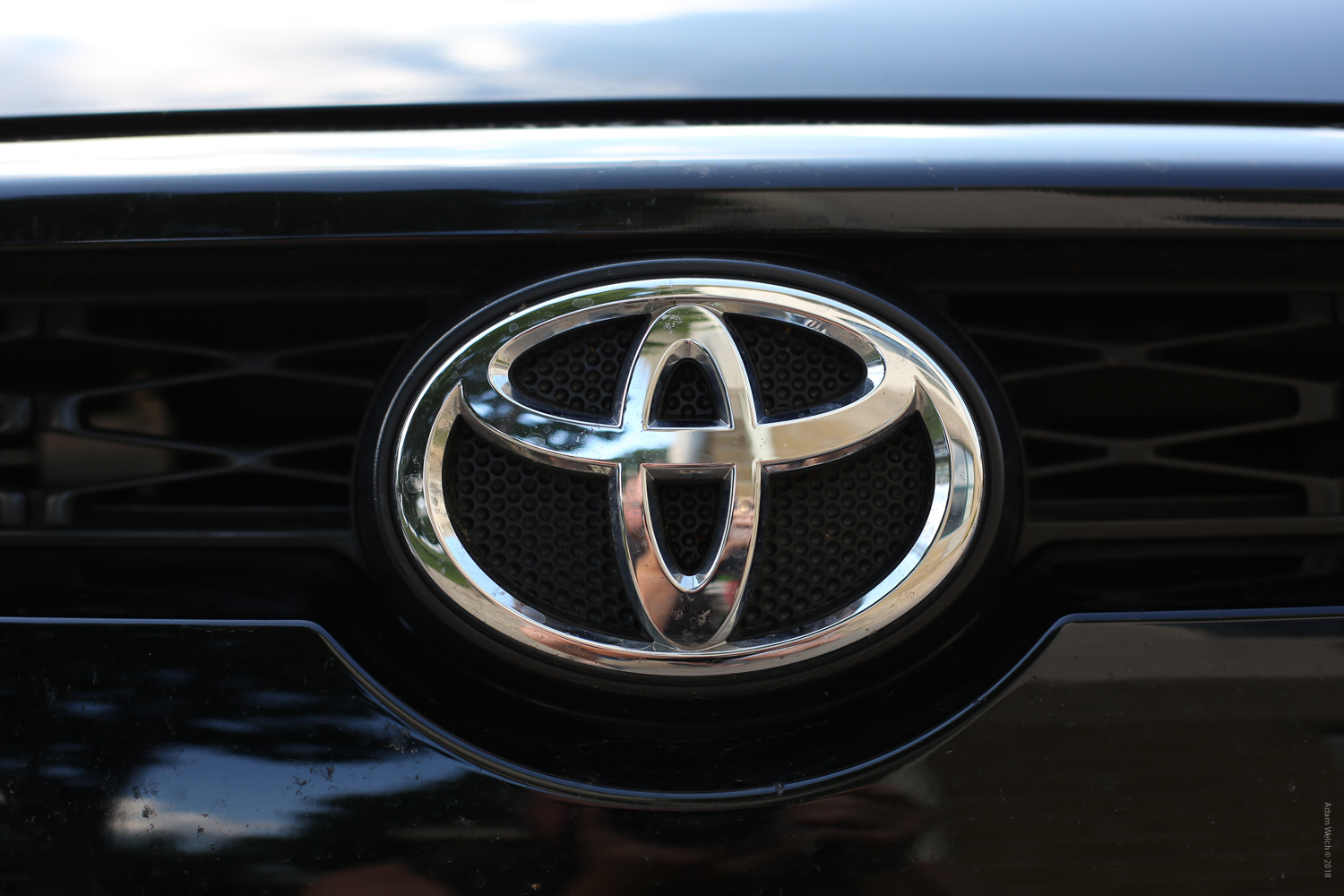 Toyota car logo - Mobile Phones Versus DSLRs