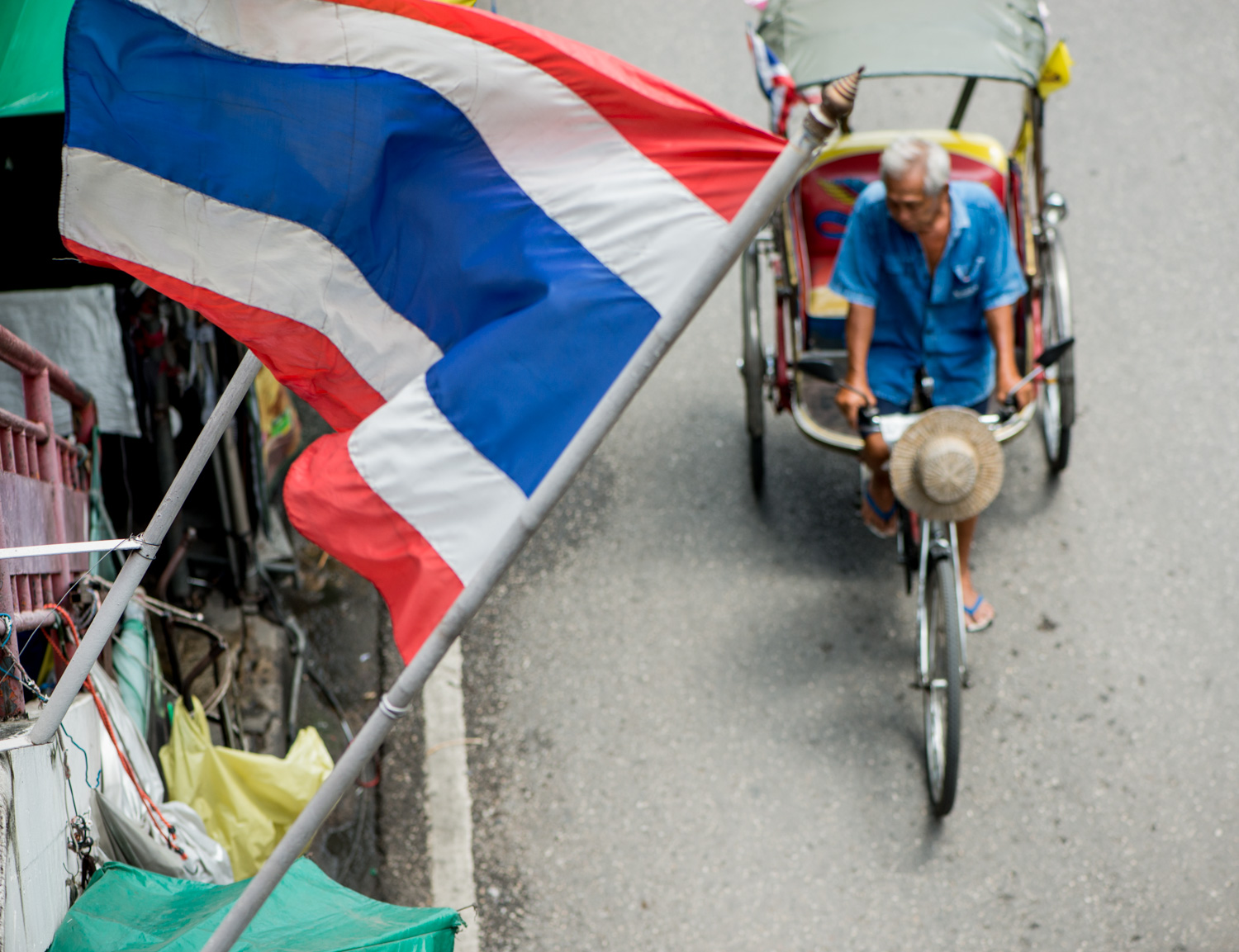 Market scene with Thai flag and samlor. Photo by Kevin Landwer-Johan (copyright) 7 Tips for Avoiding a Distracting Background in Street Photography