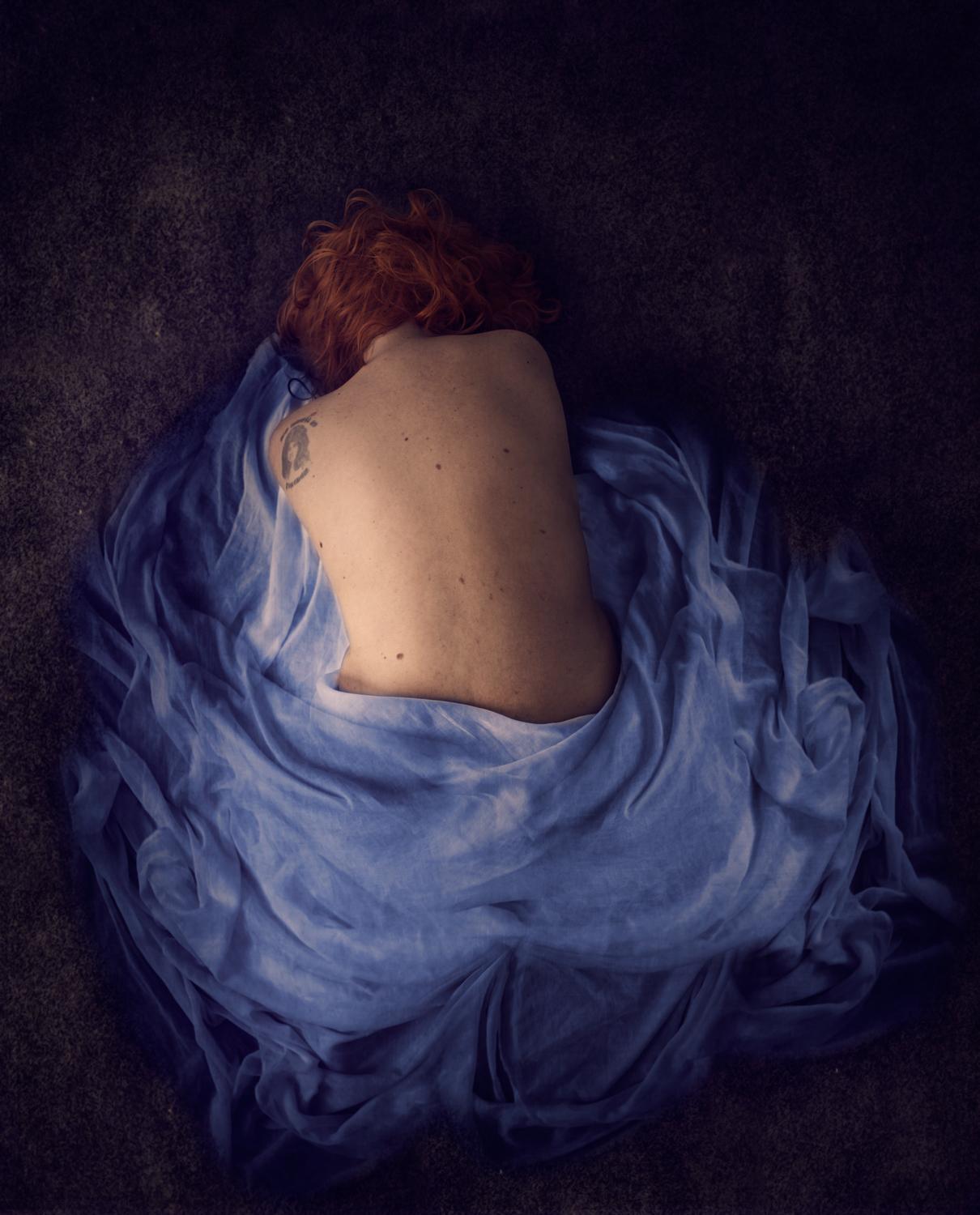 semi nude girl in a blue wrap - Tips to Get the Best Out of a Model Shoot