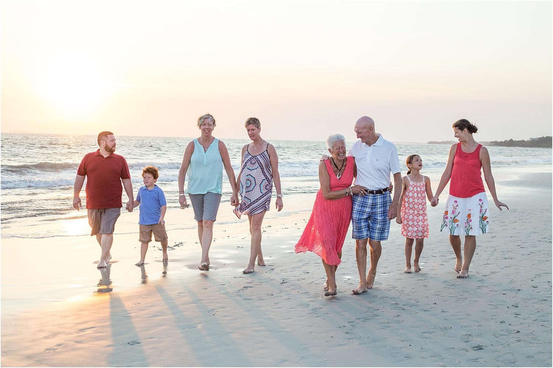 建立大家庭和团体的提示 - 海滩上的大家庭