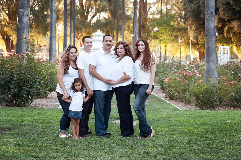 构建大型家庭和团体的小贴士 - 白色和牛仔裤的家庭