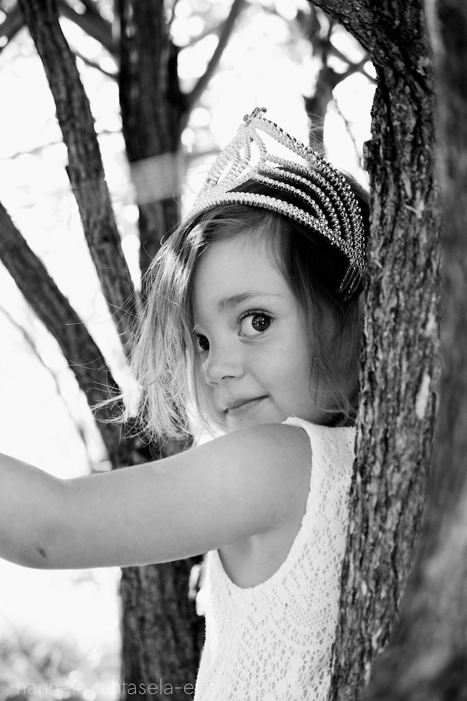 Portrait of child outdoors. - location portraits