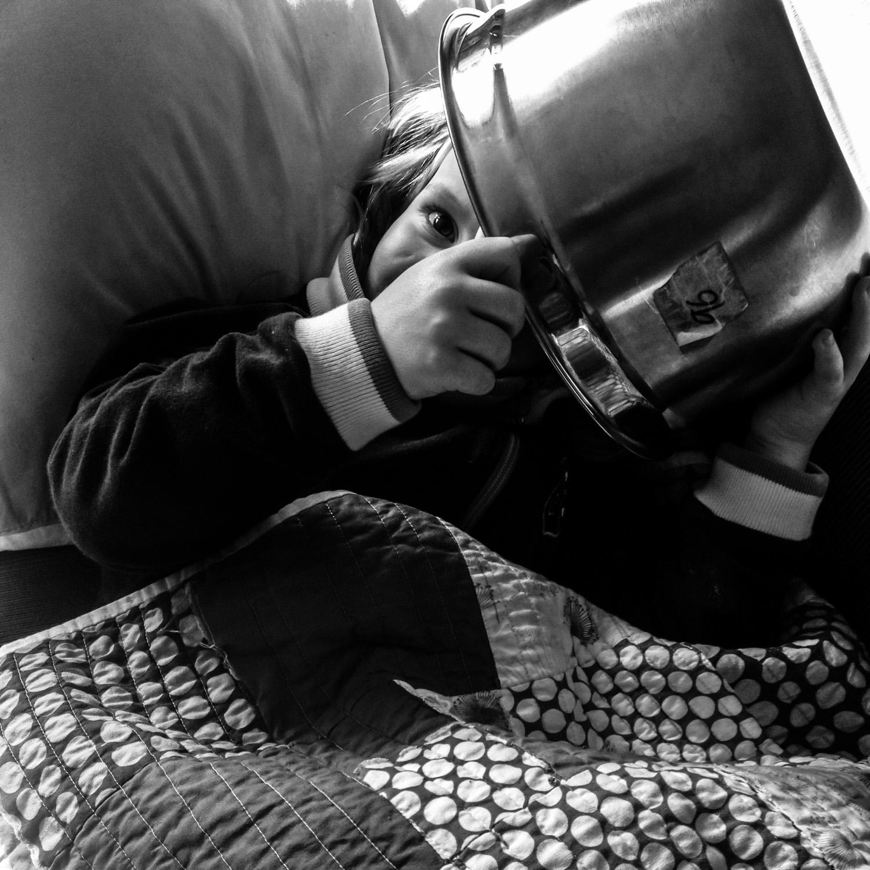 图片:即使我的女儿病了,她也会让她有趣的个性闪耀。我们养了一个碗......