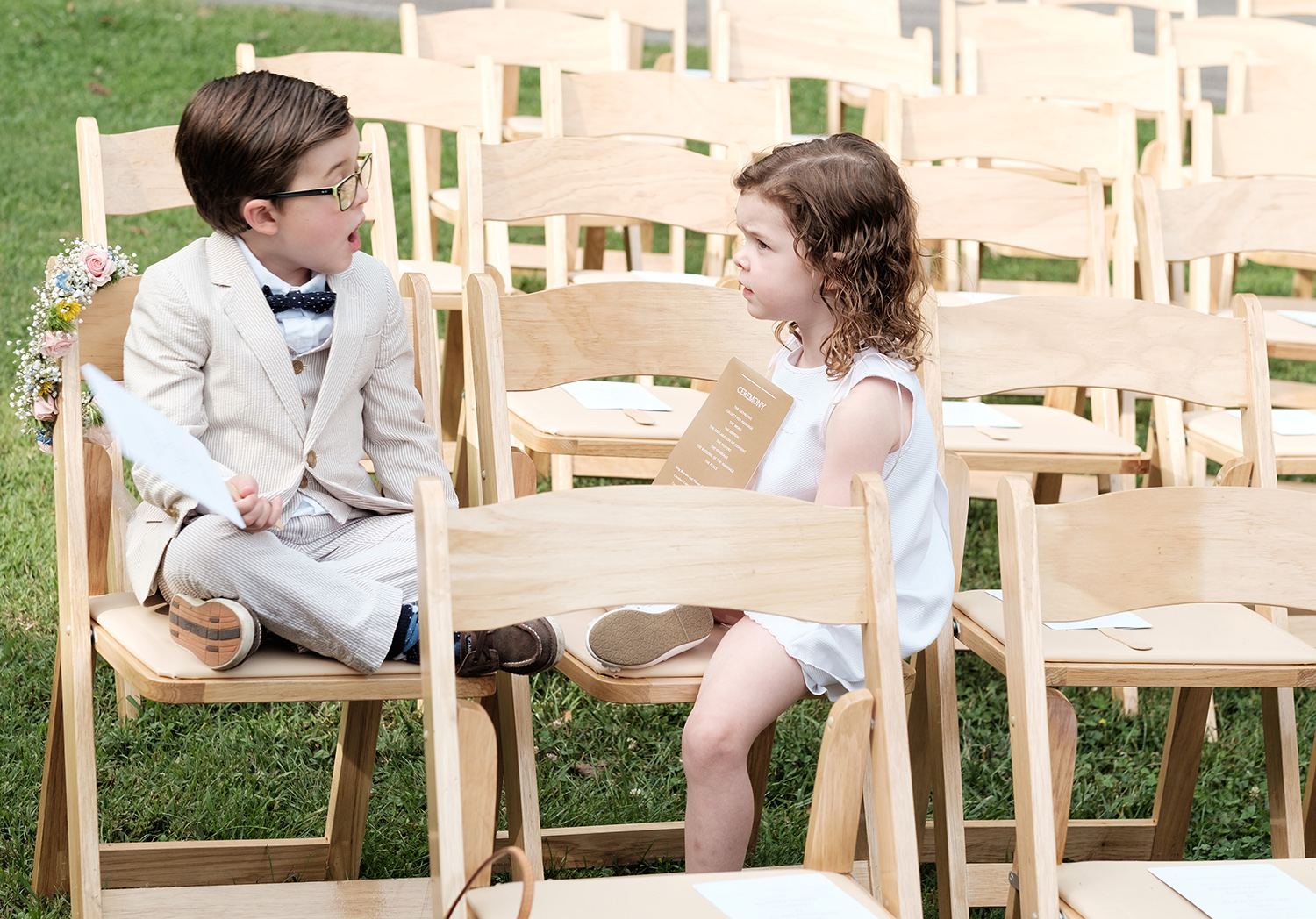 mirrorless cameras and weddings - two kids at a wedding