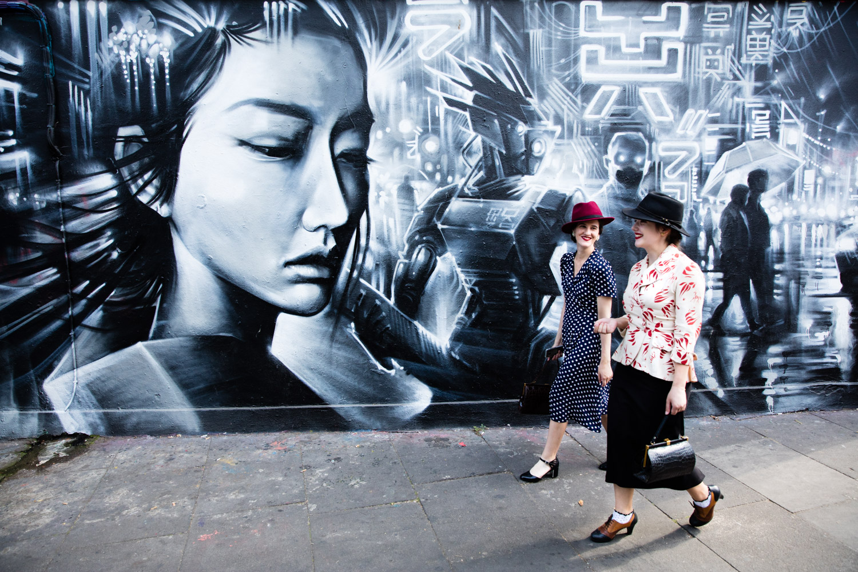 Street photography 03 - 2 ladies walking past street art
