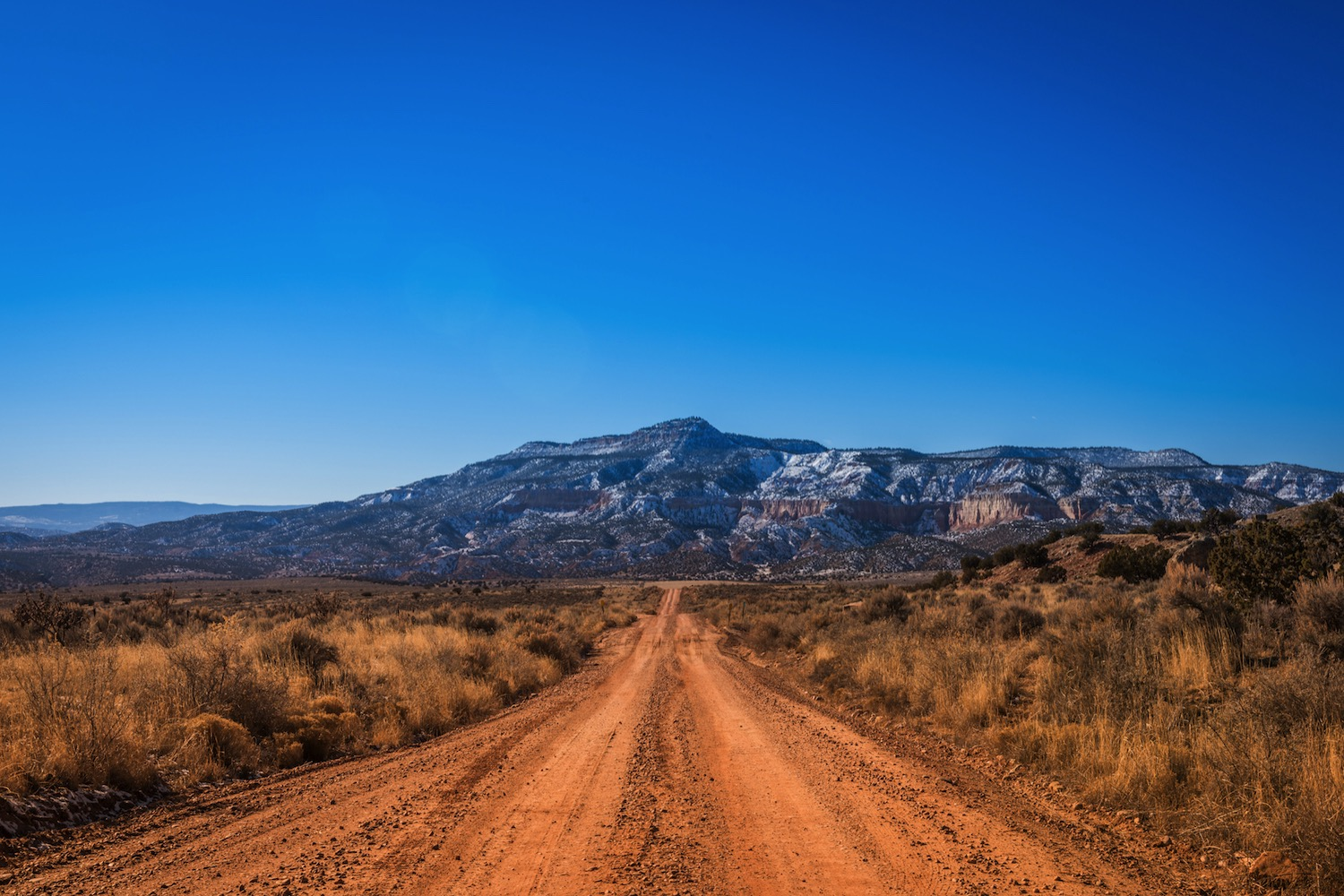 Road trip photography tips - dirt road