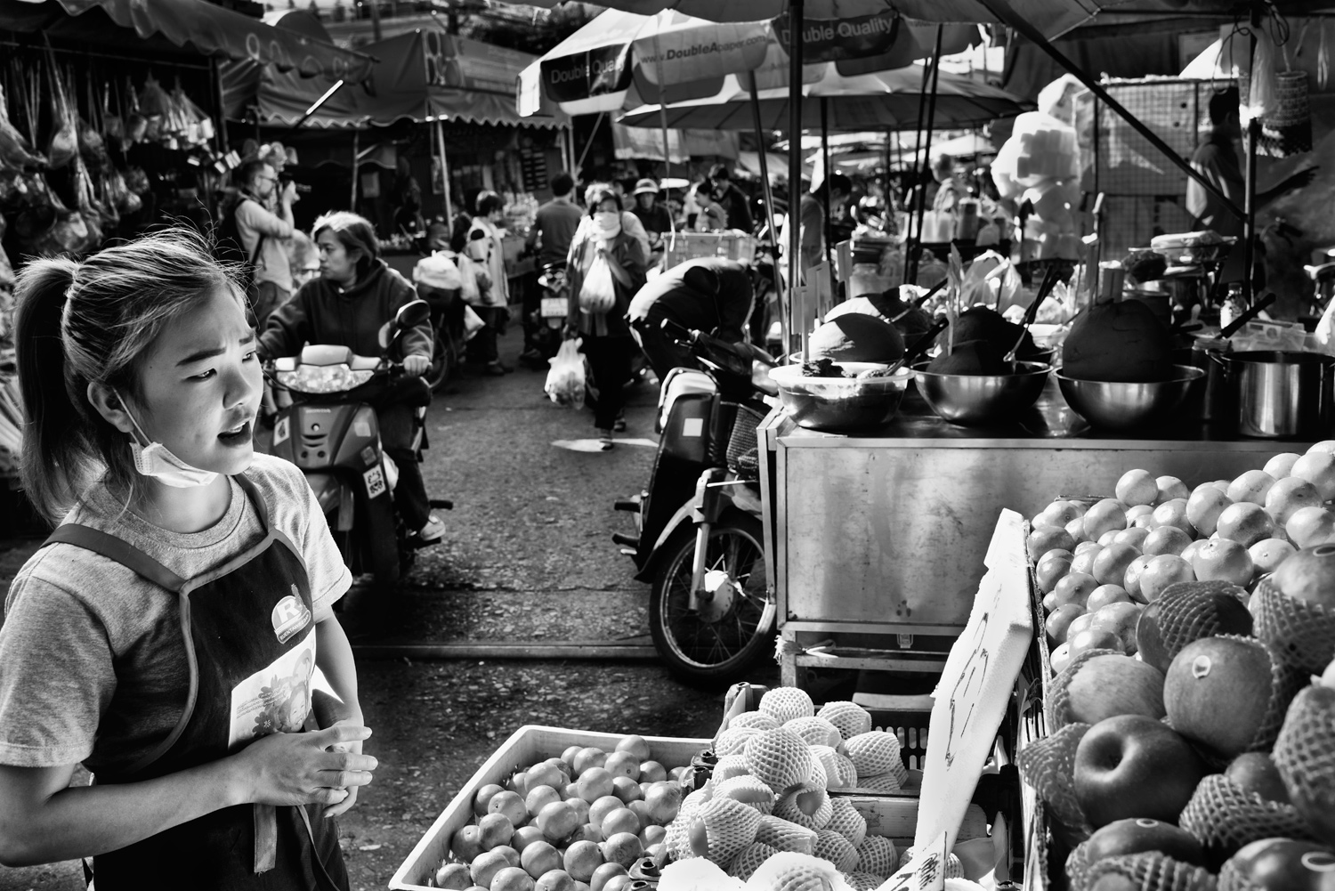 Learn How To Easily Improve Your Street Photography Portraits Buying Fruit © Kevin Landwer-Johan