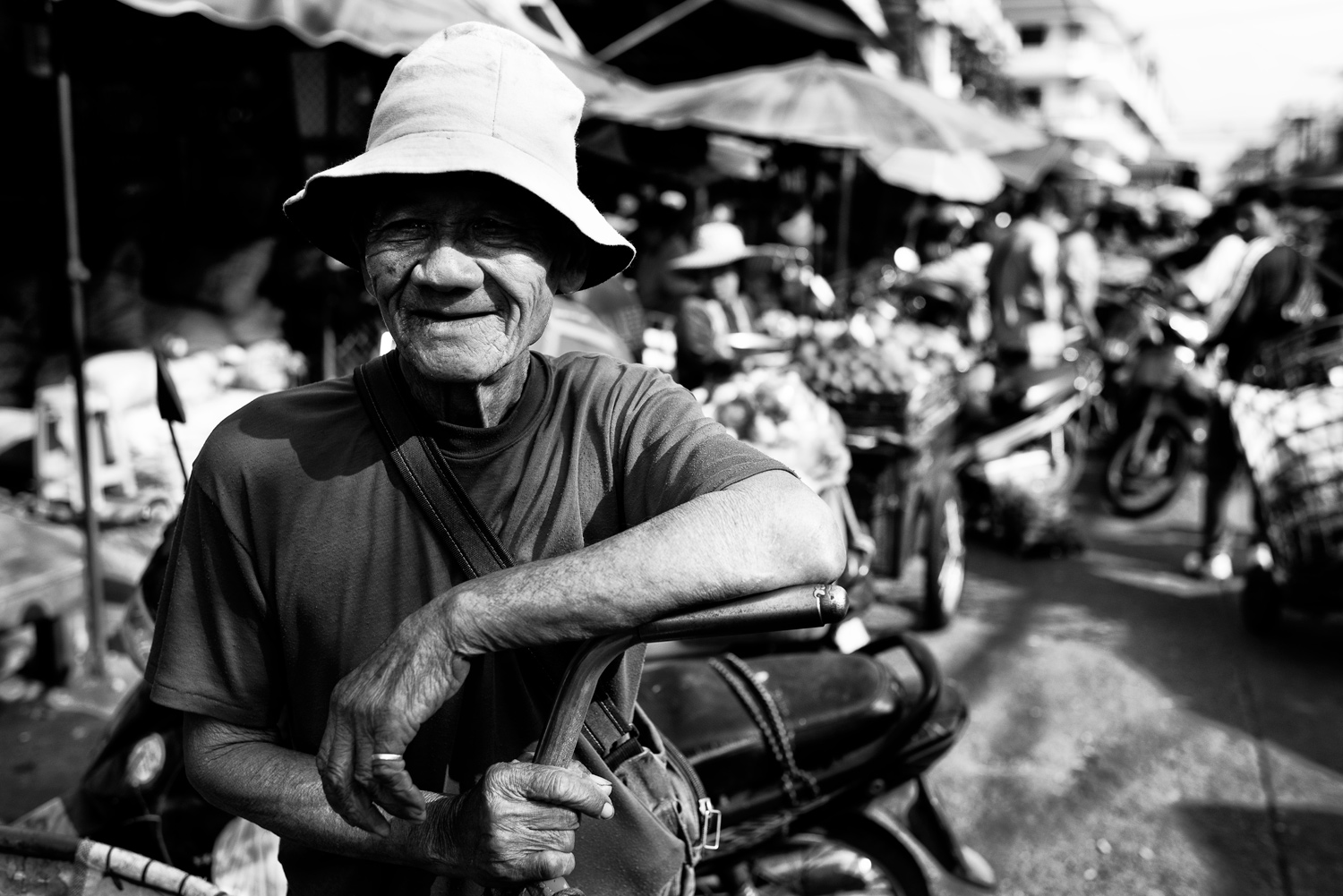 Learn How To Easily Improve Your Street Photography Portraits Happy Market Porter in Chiang Mai