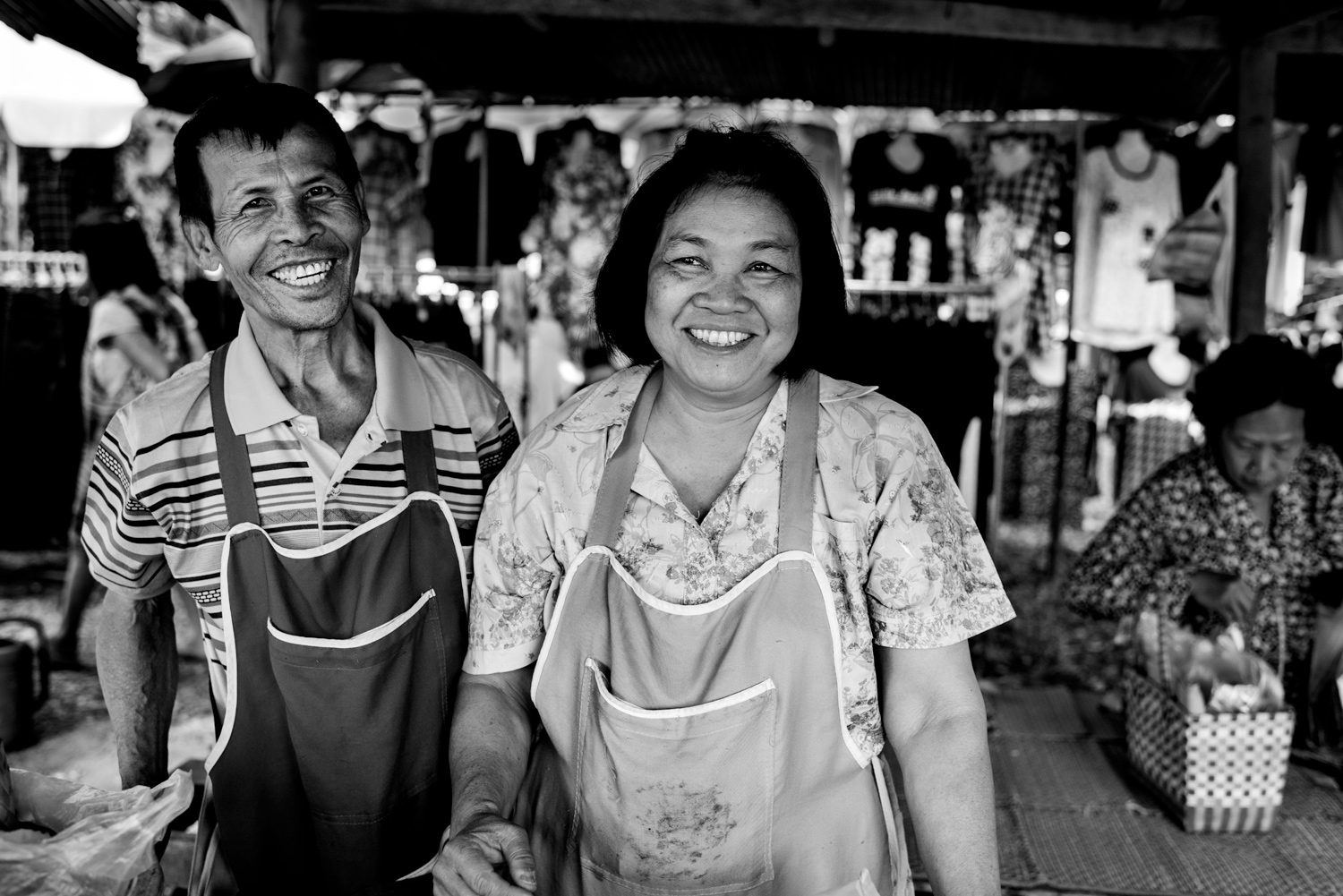 Learn How To Easily Improve Your Street Photography Portraits Vendors Enjoying Their Portrait Being Made © Kevin Landwer-Johan