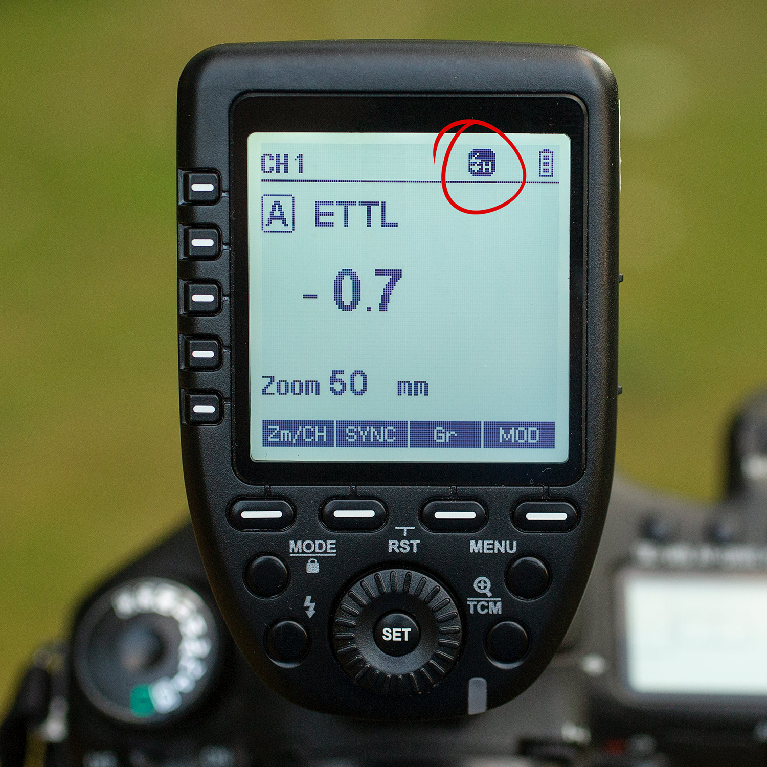 Image: If you want to use manual mode, a PC Sync cable will do the job. But for E-TTL you'll n...