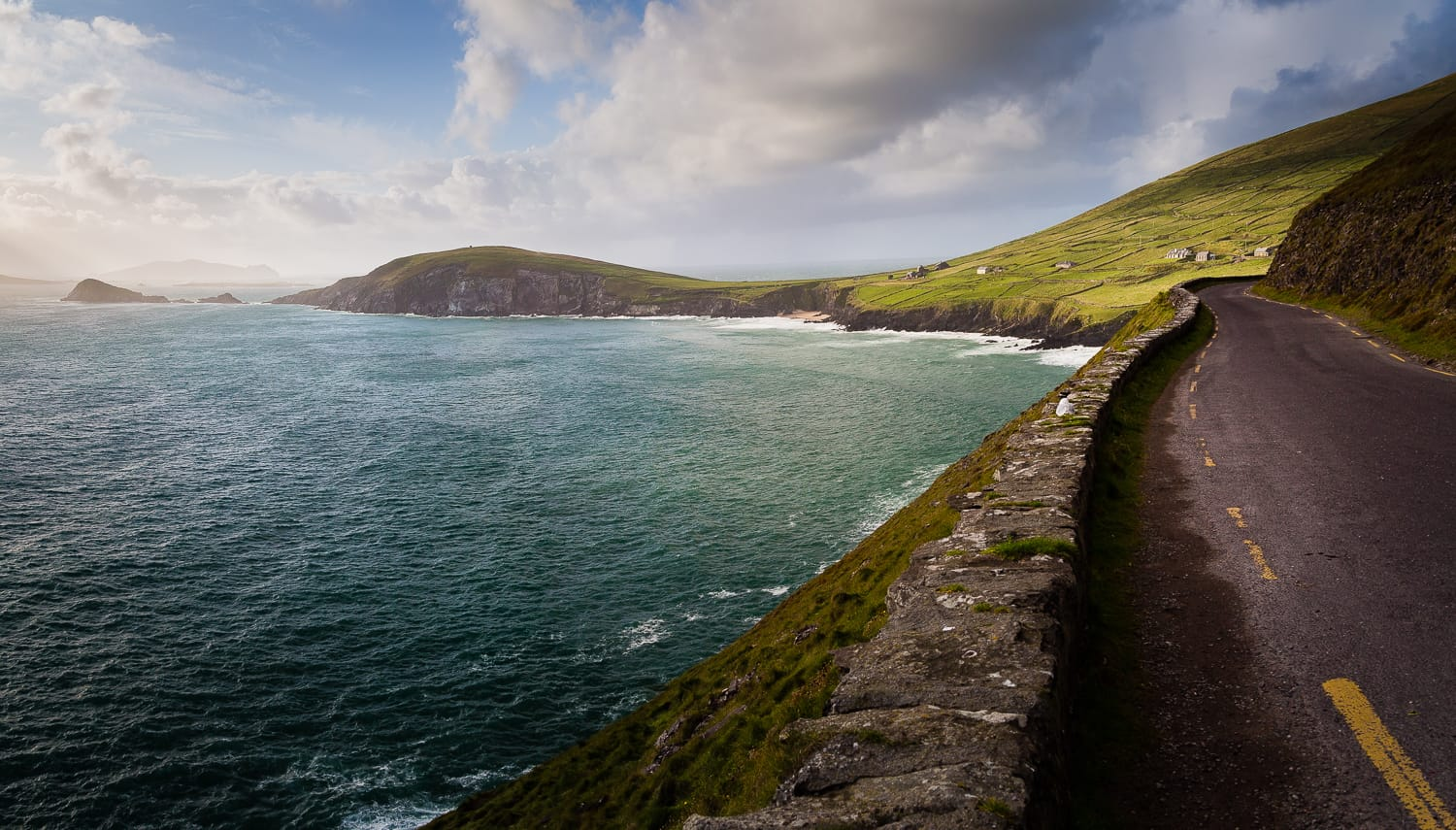 https://i0.wp.com/digital-photography-school.com/wp-content/uploads/2018/10/slea_head,_dingle,_ireland.jpg?resize=1500%2C855&ssl=1