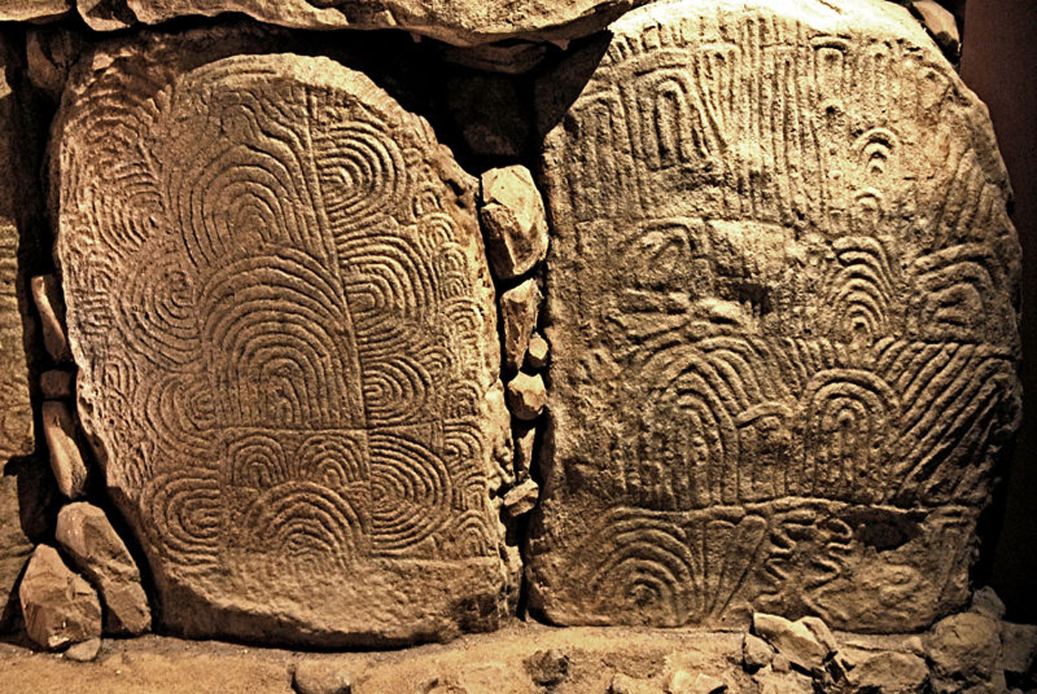Image: Megalithic art featuring curved demarcations courtesy of Wikimedia Commons