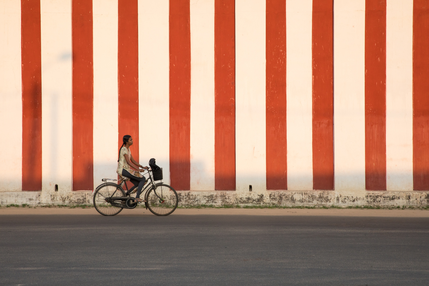 3 - 6 Ways to Photograph People While Traveling