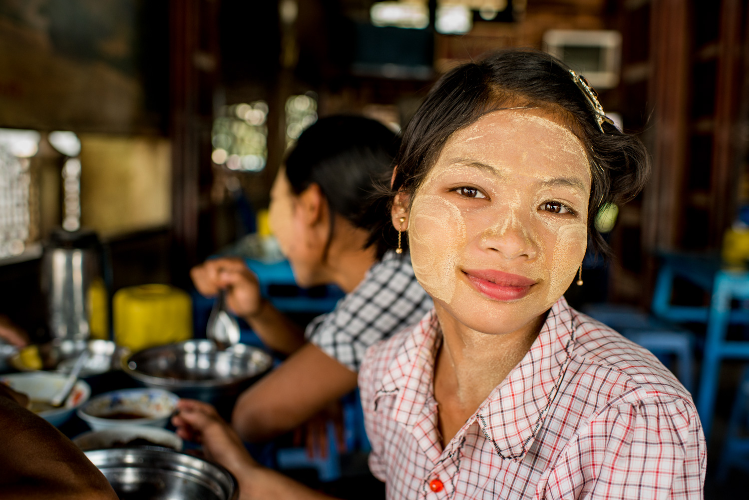 Shan Waitress 9 Tips for Better Environmental Portraits