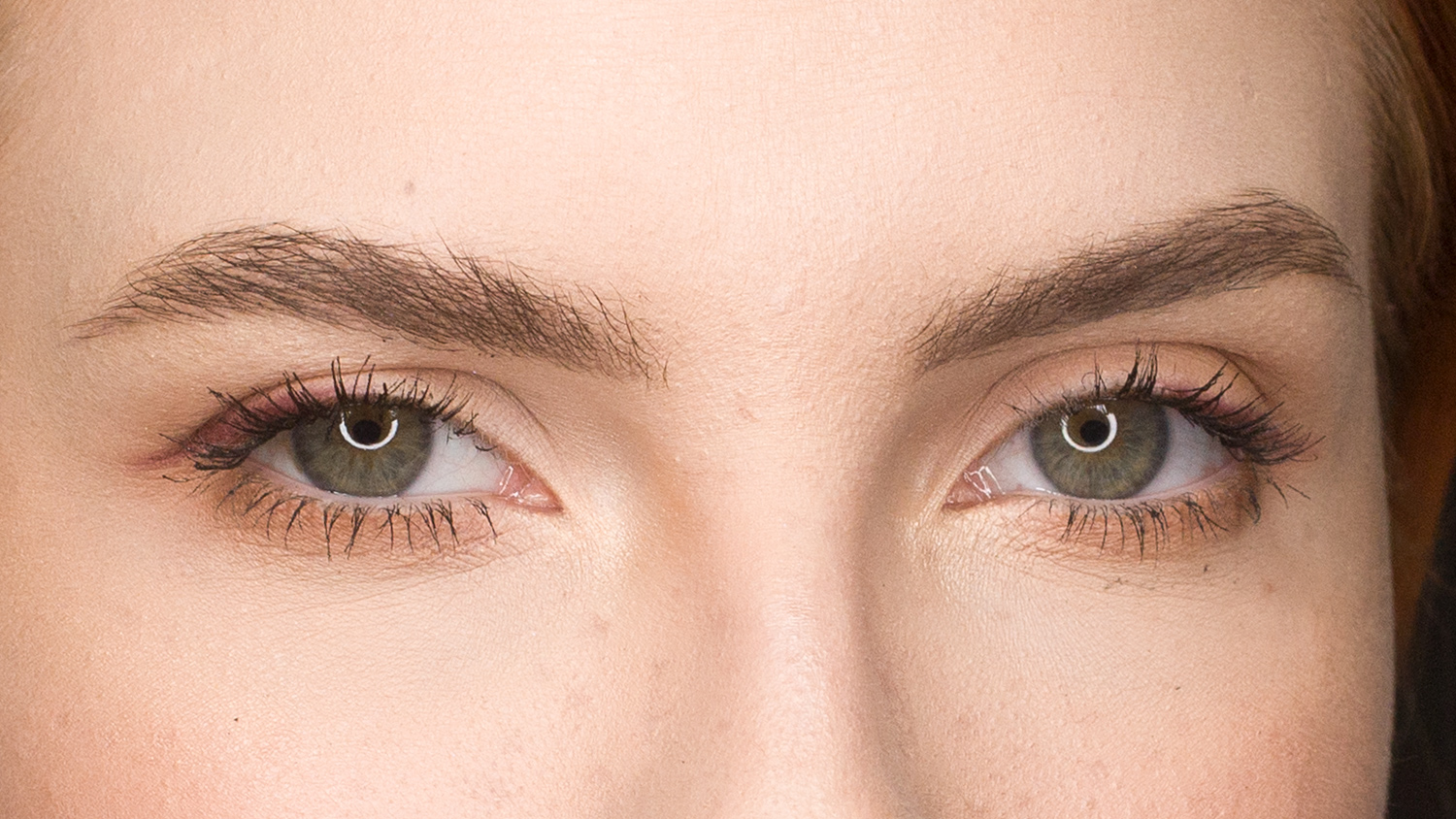 constricted pupils caused by ring lights