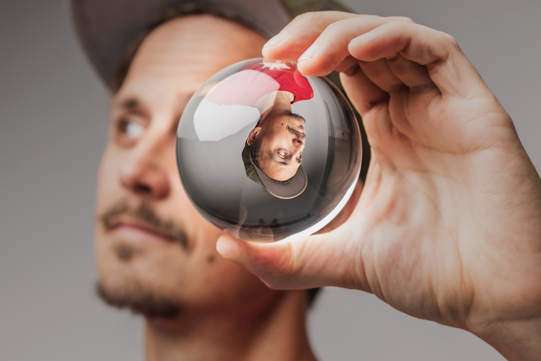 7 Ideas for Creative Lens Ball Photography [video]