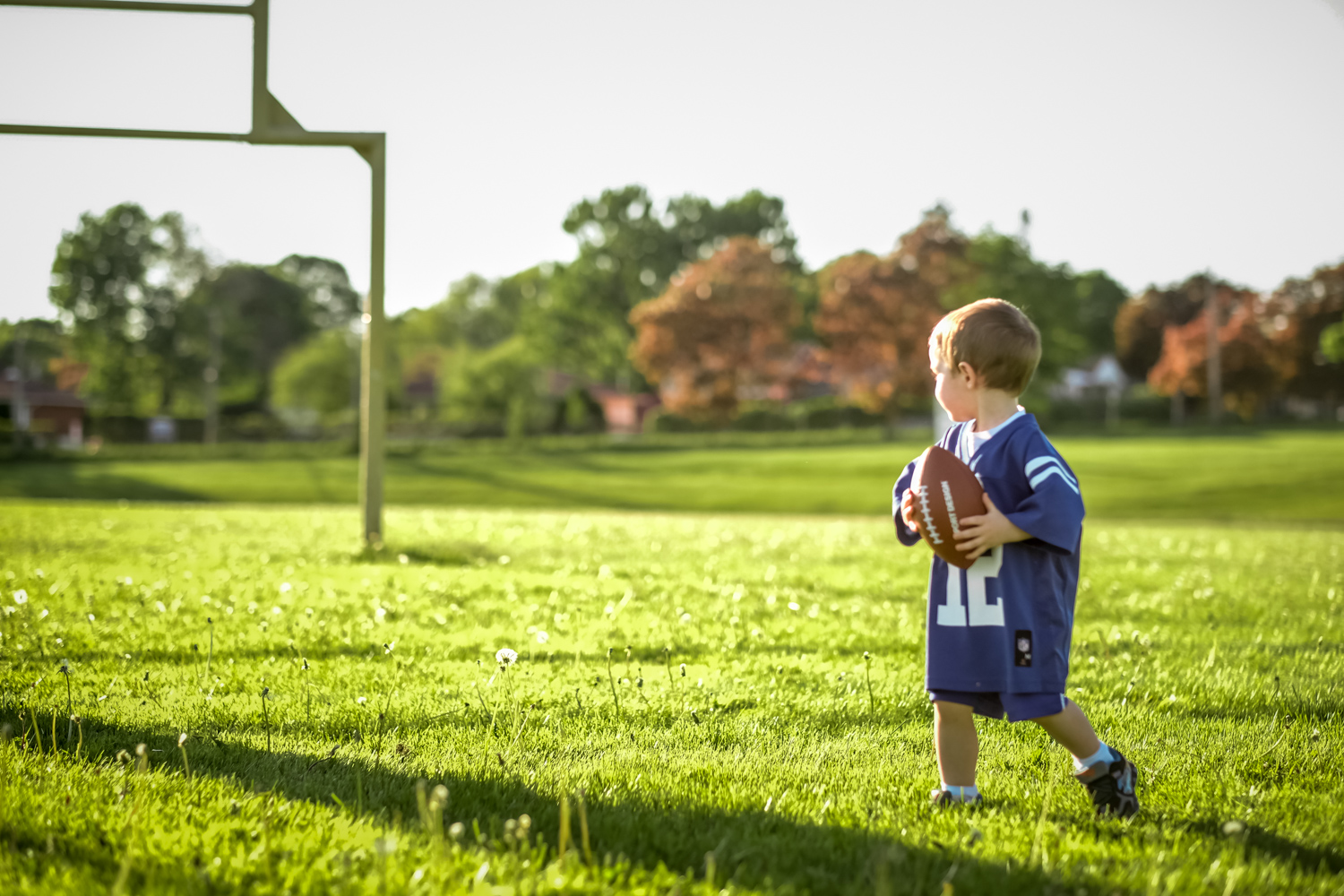 Toddler-photo-session-Toddler photos at football field