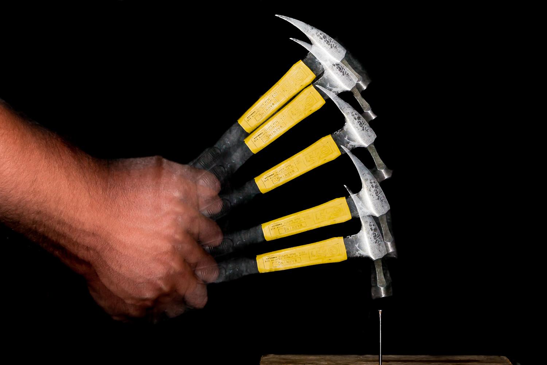 https://i0.wp.com/digital-photography-school.com/wp-content/uploads/2019/07/stroboscopic-flash-hammer-swing.jpg?resize=1500%2C1000&ssl=1