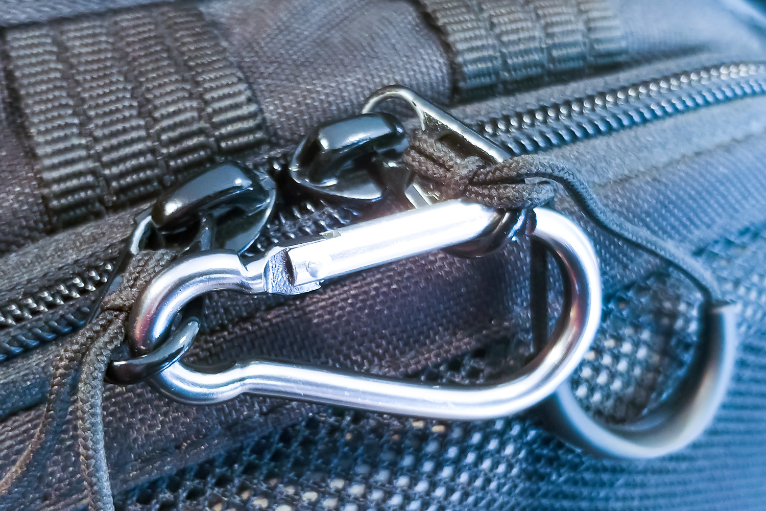 Great-Reasons-to-put-a-Carabiner-in-your-Photo-Kit