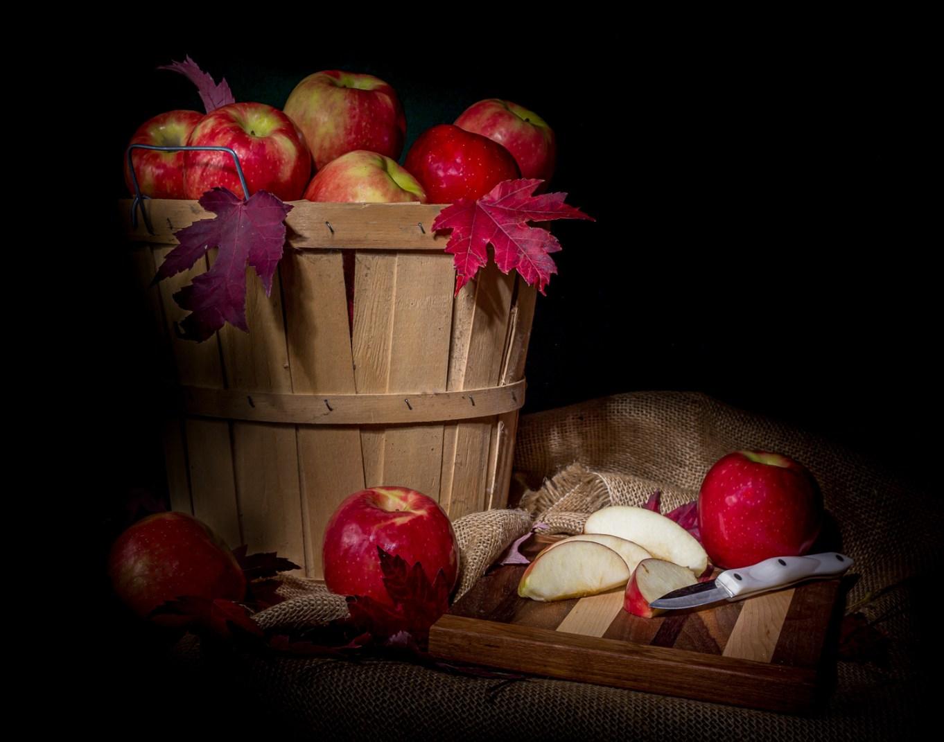 """这种""""秋天的苹果静物画""""具有荷兰大师的绘画风格。"""