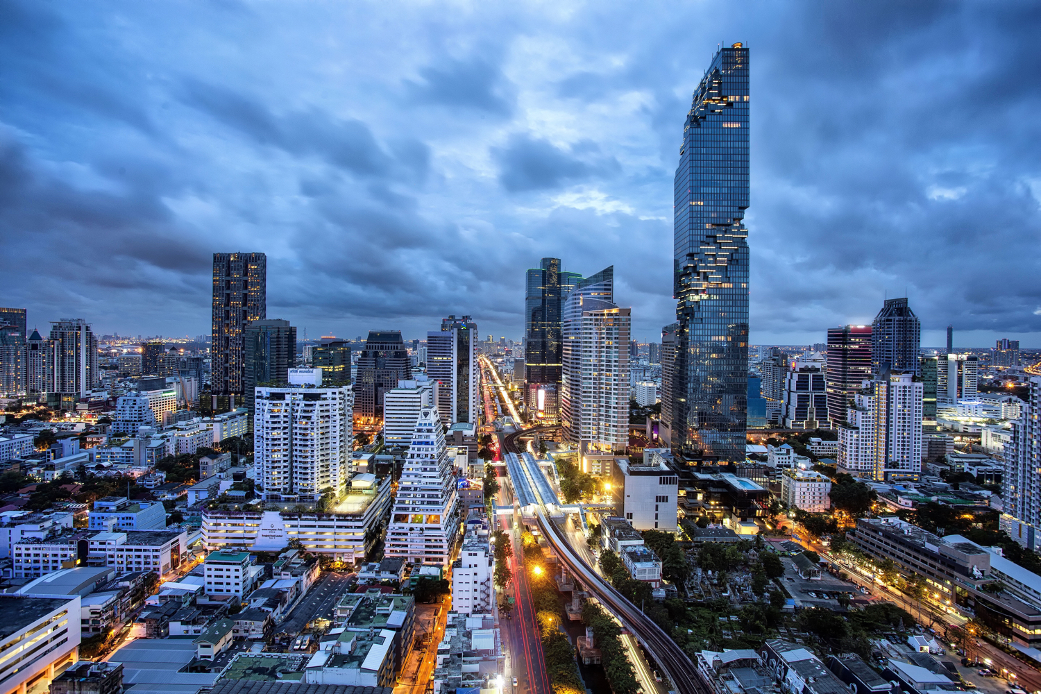 Image: This photo is of the new skyscraper in Bangkok, the Mahanakhon.