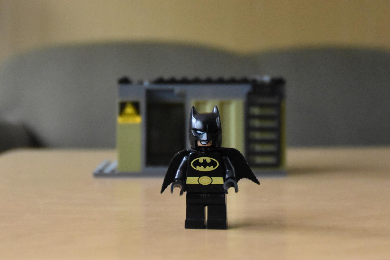 图片:《蝙蝠侠》已远离背景。