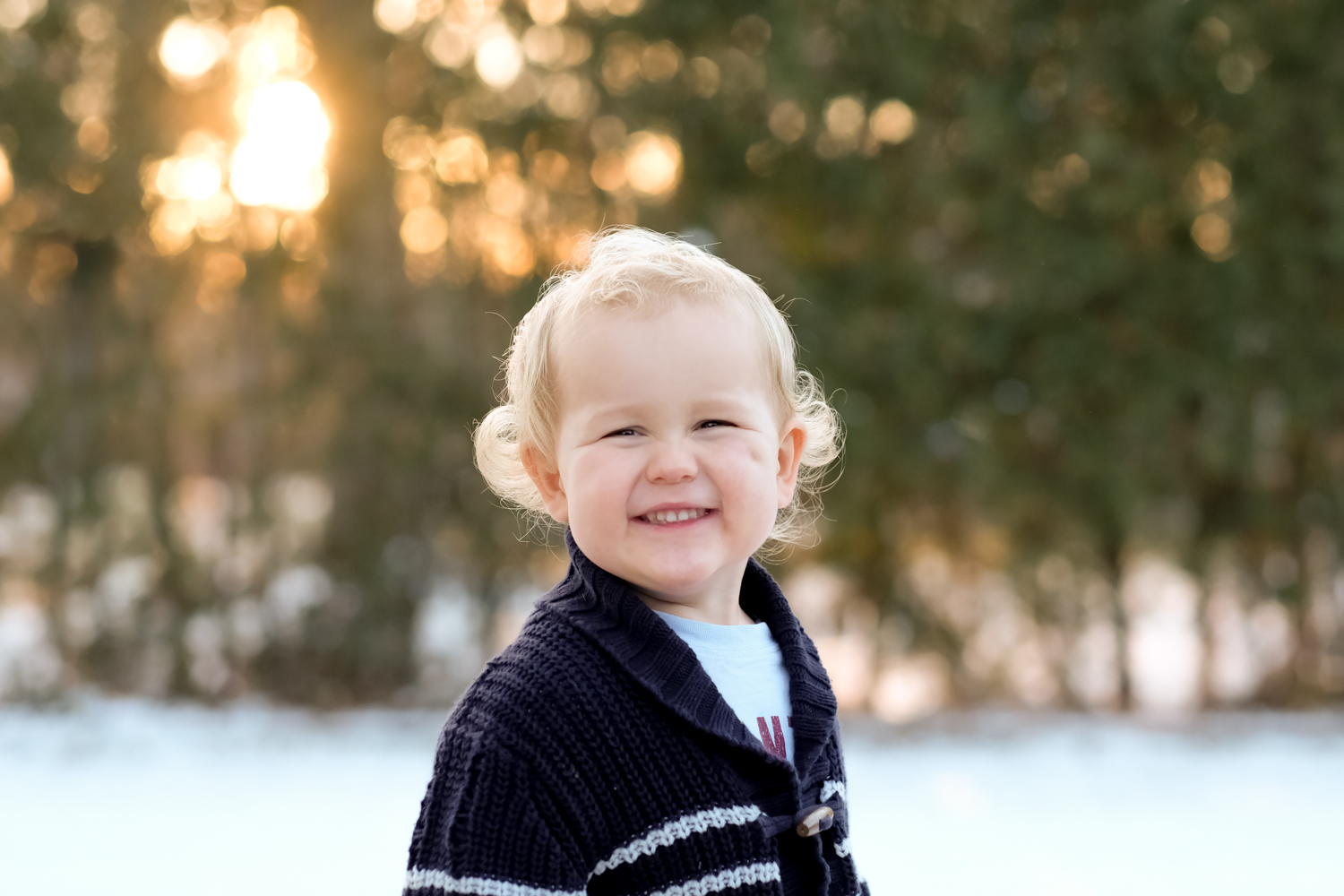 https://i0.wp.com/digital-photography-school.com/wp-content/uploads/2019/12/Christmas-portrait-locations-2.jpg?resize=1500%2C1000&ssl=1
