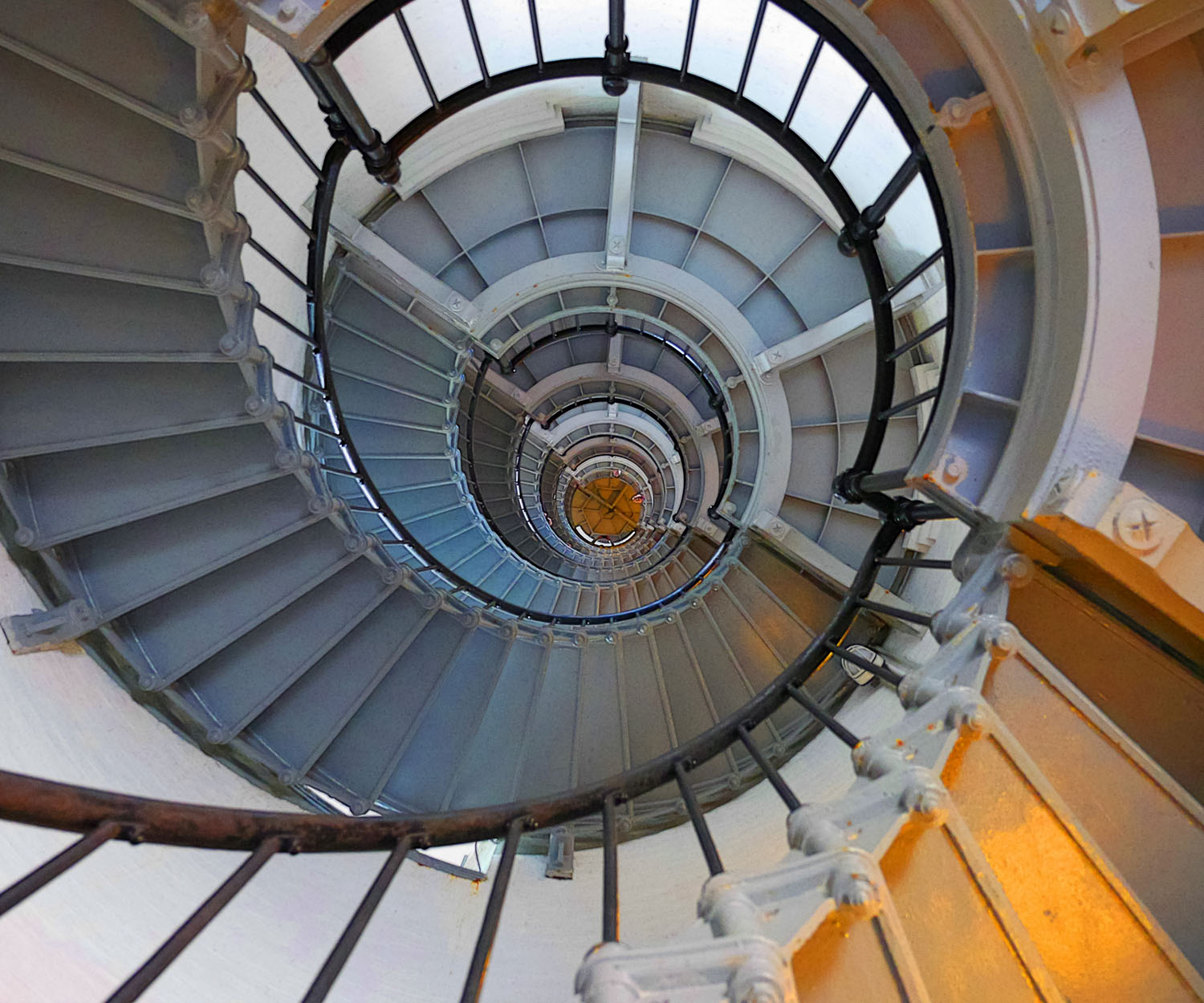 https://i0.wp.com/digital-photography-school.com/wp-content/uploads/2019/12/Metering-System-Spiral-Staircase.jpg?resize=1500%2C1250&ssl=1