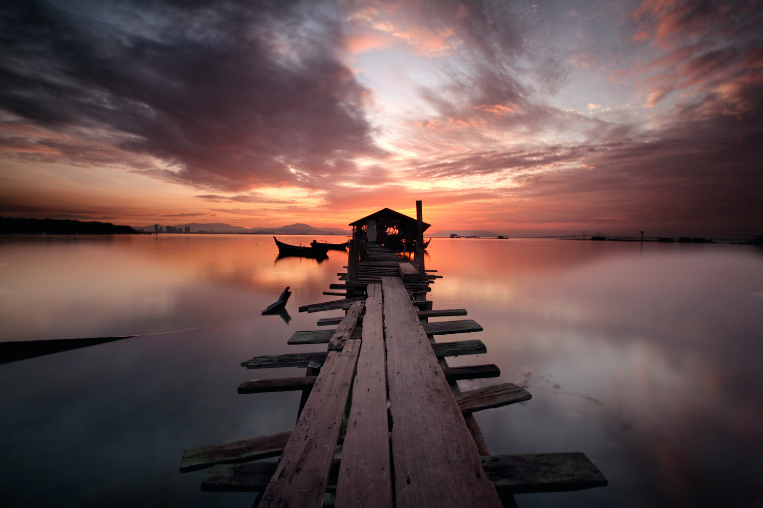 filters for long exposure landscapes - jetty over the water at sunset