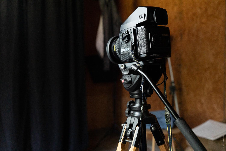 choosing the right tripod – Tripod with medium format camera.