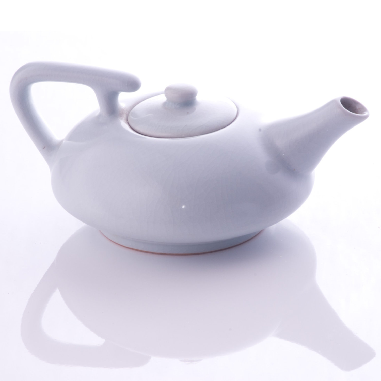 white teapot square cropping photo