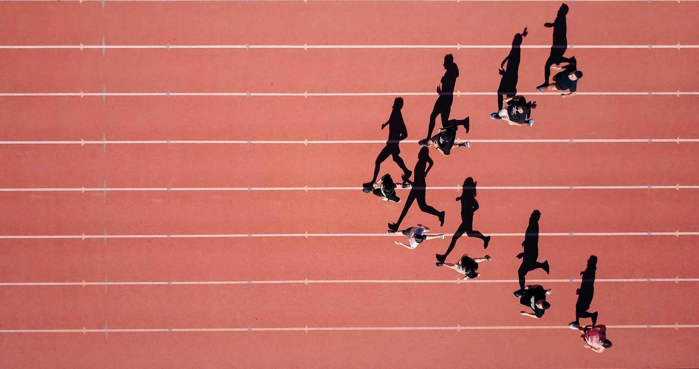 pessoas correndo em uma corrida