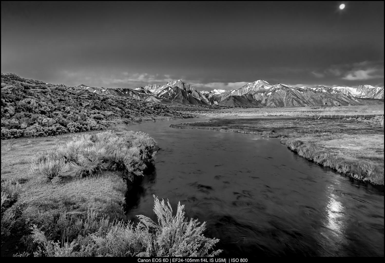 Crepúsculo da montanha na Sierra Oriental