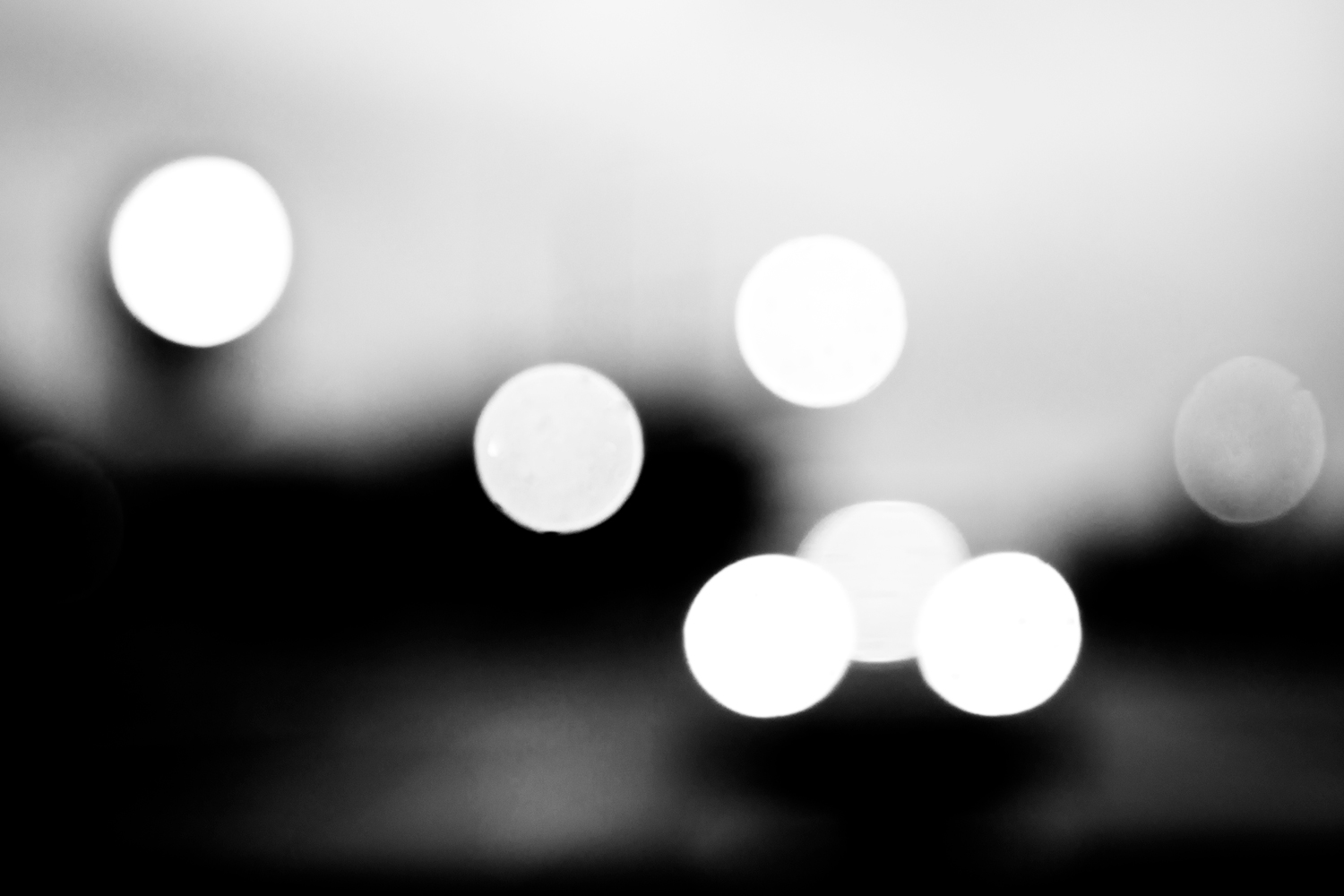 Out of focus lights arranged in triangle patterns