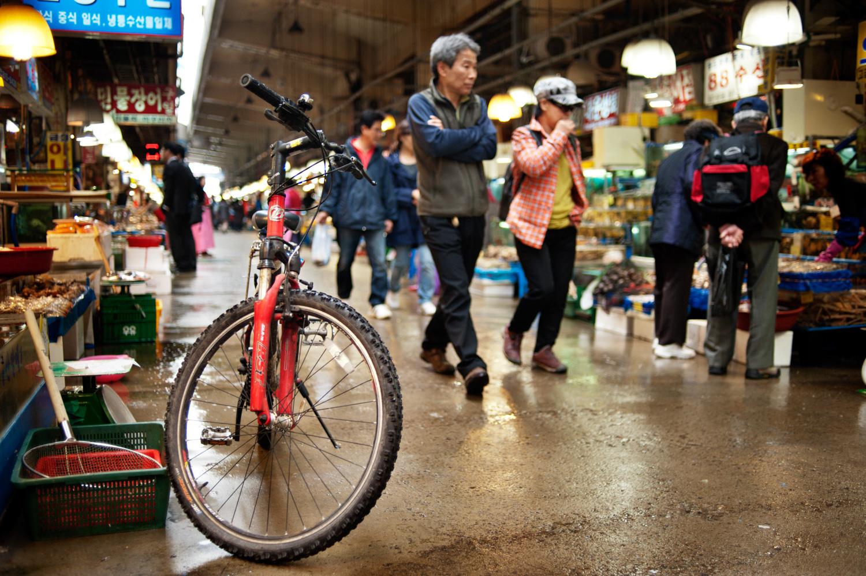 Bike at a wet market in Korea