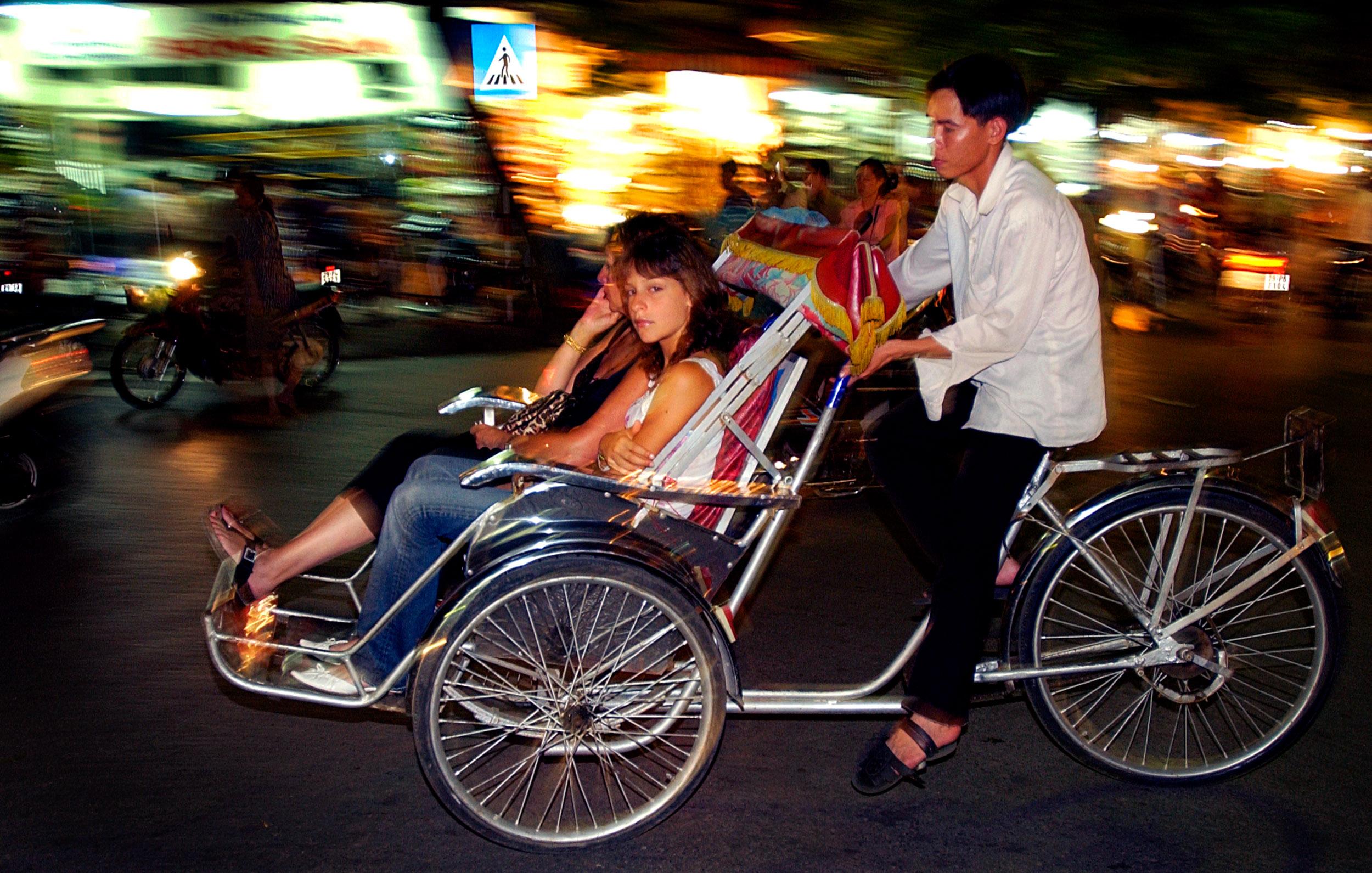 © Kevin Landwer-Johan Tourists in Vietnam