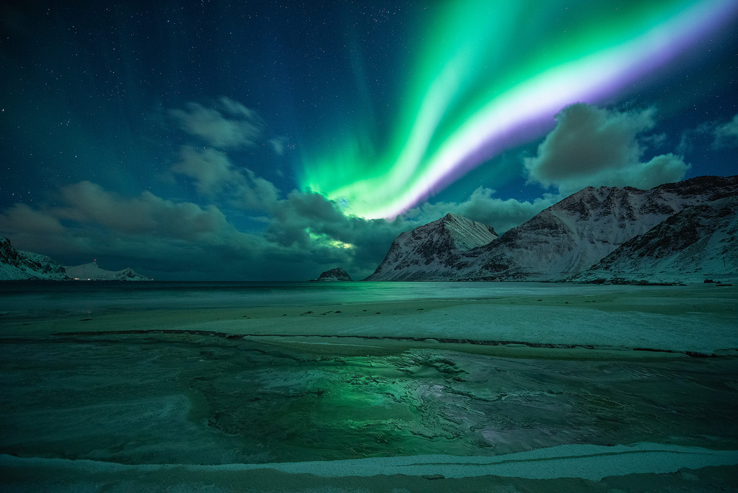 purple and green aurora borealis how to photograph the northern lights