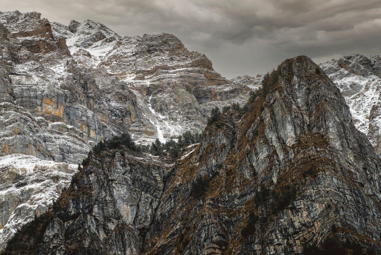 montanhas formando um triângulo