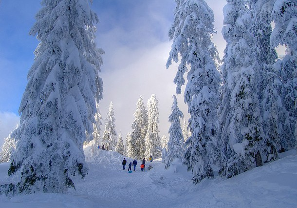 Image: By Eyesplash – Winter is coming along with Santa