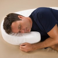 The Side Sleeper's Posture Pillow - Hammacher Schlemmer