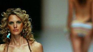 Francia prohíbe trabajar a los modelos muy delgados
