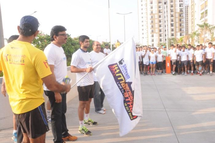 Mr. venu Vinod, MD, Cybercty Builders & Developers pvt ltd flagging of the 10K Run at Rainbow Vistas
