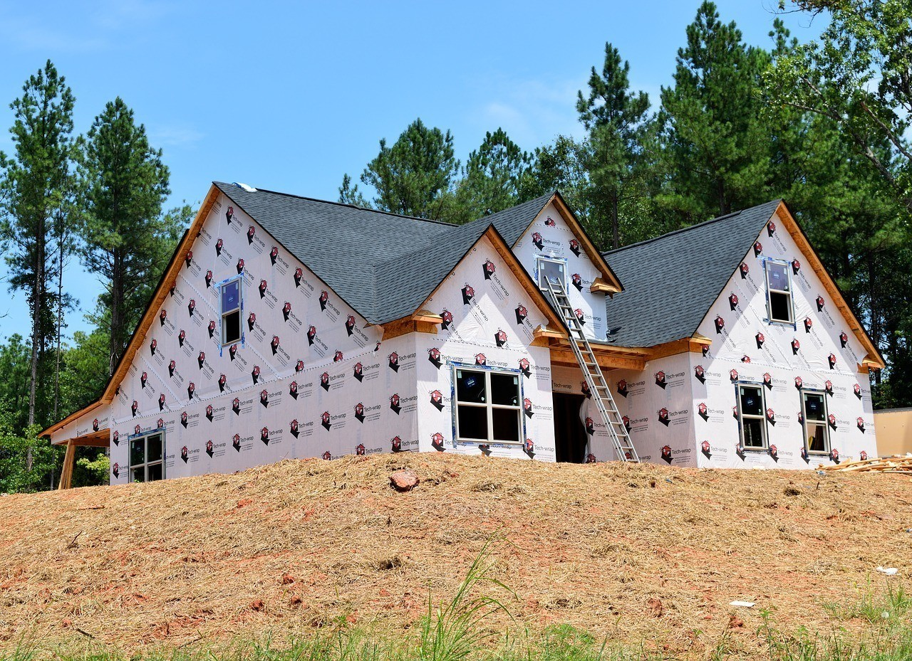 a house being built on top of a hill. the arizona general contractor license is for construction contractors looking to build on residential and commercial construction projects over $1000