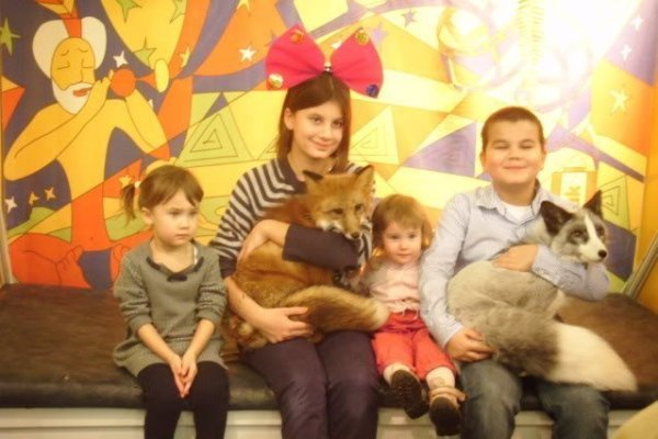 Children posing with foxes at the Great Moscow State Circus