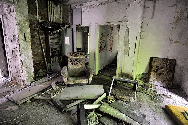Abandoned furniture iraqi embassy berlin digital cosmonaut for Places to get furniture