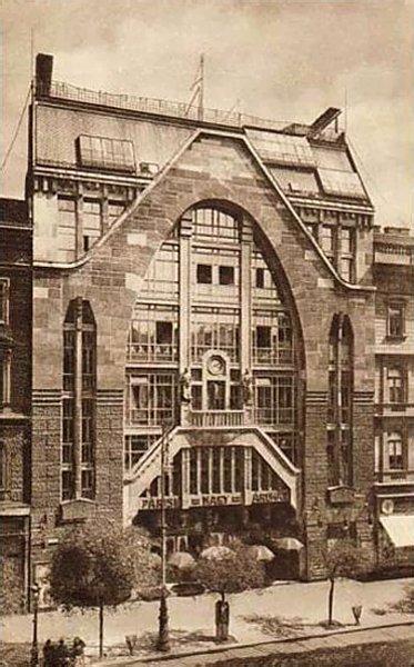 The Párizsi Nagy Áruház in Budapest, Hungary - circa 1930