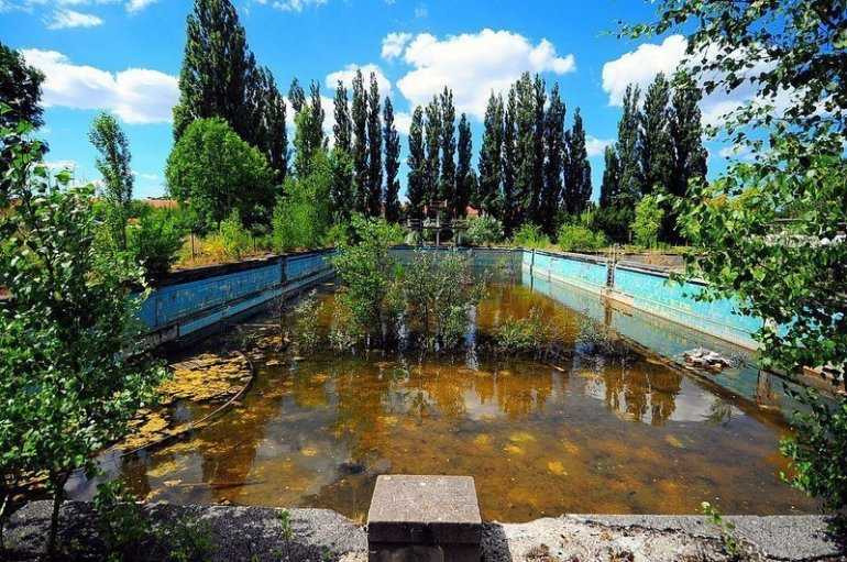 abandoned swimming pool berlin lichtenberg