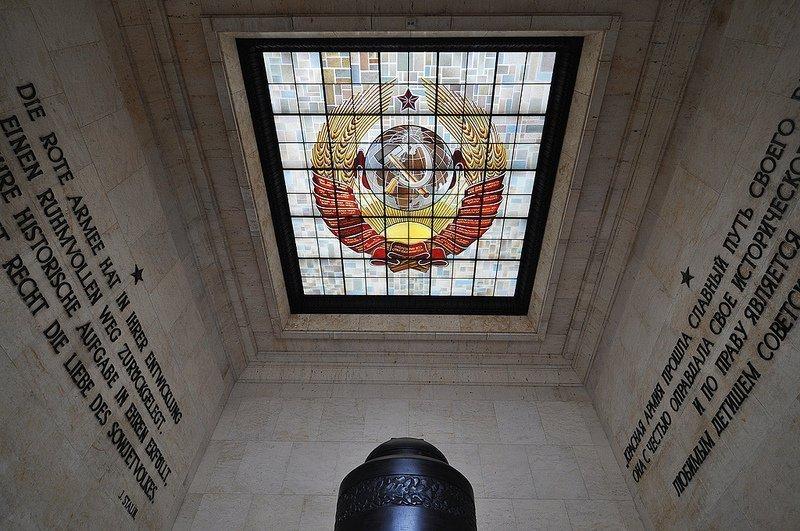 sowjetisches ehrenmal schoenholzer heide soviet soldier tomb