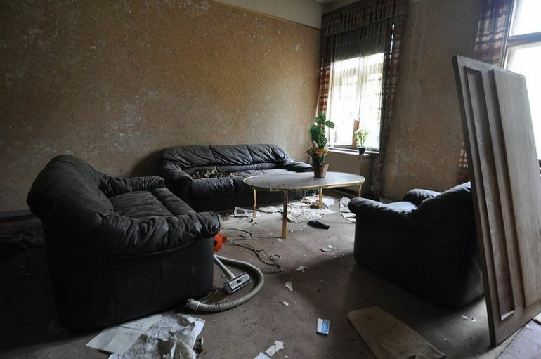abandoned living room berlin