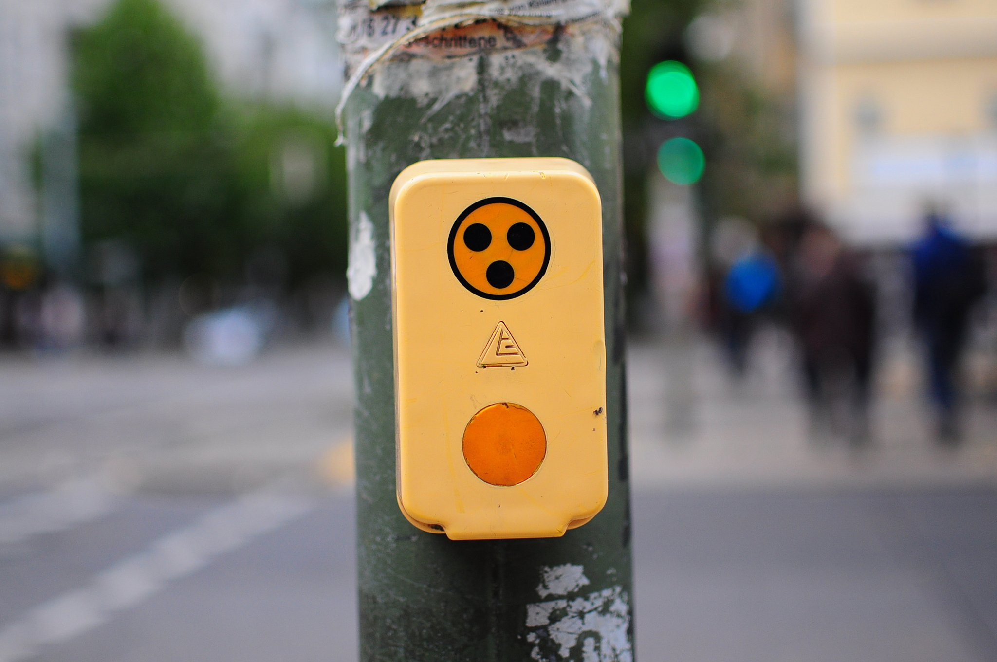 german crosswalk pedestrian button ampel knopf blinden